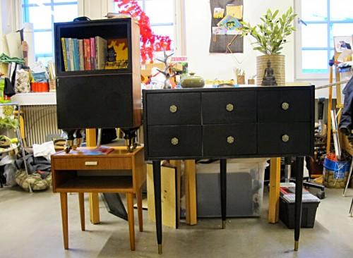 Bilden är lånad från Recycle Designbloggen, där eleverna under terminen haft till uppgift att göra hybridmöbler. (Foto Recycle Design)