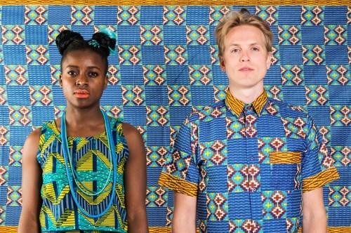 Henry Rude; streetwear av Västfrikanska tyger. Alla tyger är köpta på lokala marknader i Ghana och plaggen är uppsydda av skräddare från utkanten av Accra. (Foto À la London)