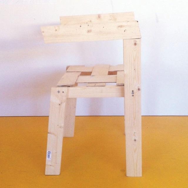 """Snickerboa chair: """"Att göra en stol har länge varit min dröm. Men för  att göra en stol bör man ha högt tekniskt kunnande   för att åstadkomma ergonomi, hållfasthet och stapelbarhet. Eller? Snickerboa chair startade i ett   ifrågasättande kring om världen verkligen behöver ytterligare en sleek, perfekt ergonomisk, stapelbar stol"""", berättar Kajsa Willner om sin fantastiskt fina stol. (Foto Elleroch)"""