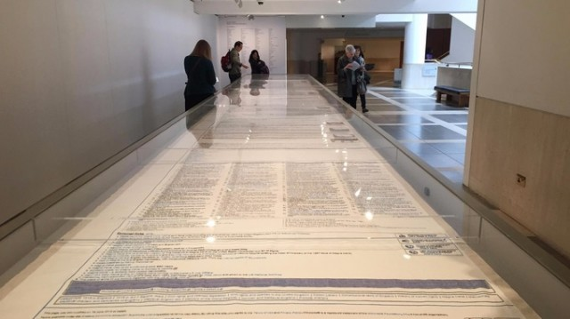 13 meter Magna Carta broderi. (Foto ITV News)
