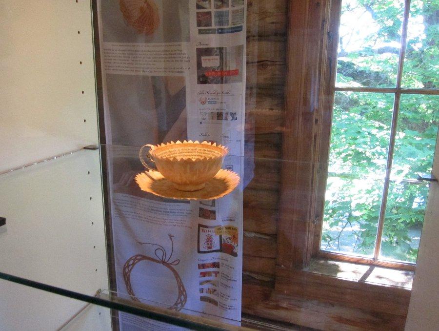 Cecilia Levys kopp i papper är med i utställningen... (Foto Kurbits)