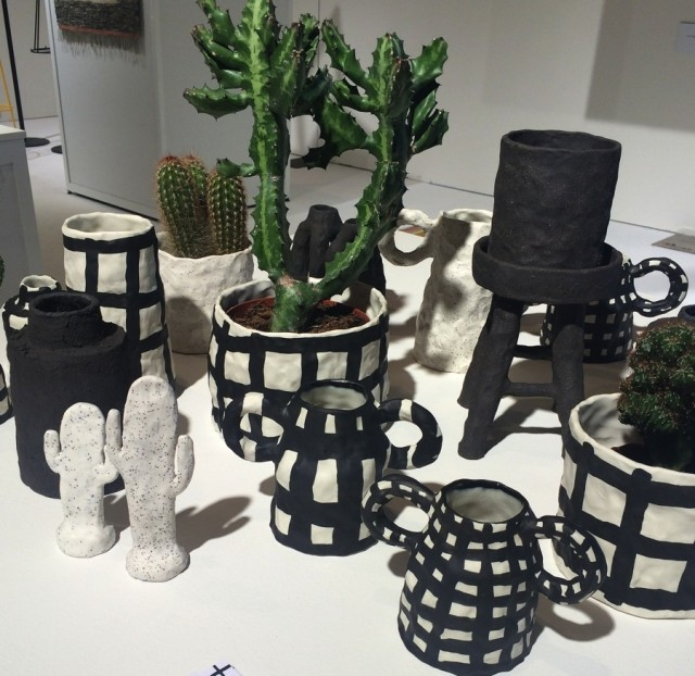 Emelie Thornadtssons keramik från Konstfacks examensutställning i våras, i Stefan Nilssons urval från vårens studenter. Bra val, jag gillar Emelies arbete mycket. (Foto Kurbits)