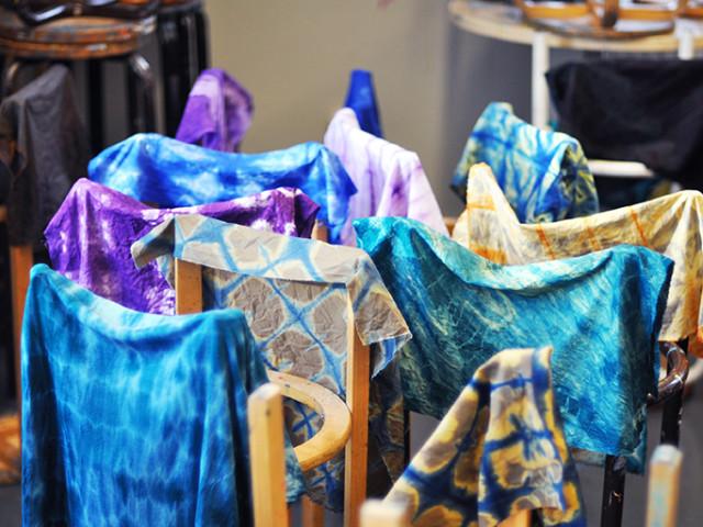 Från en tidigare workshop arrangerad av The Craft Lab, shiboritillverkning. (Foto Stina Axelson)