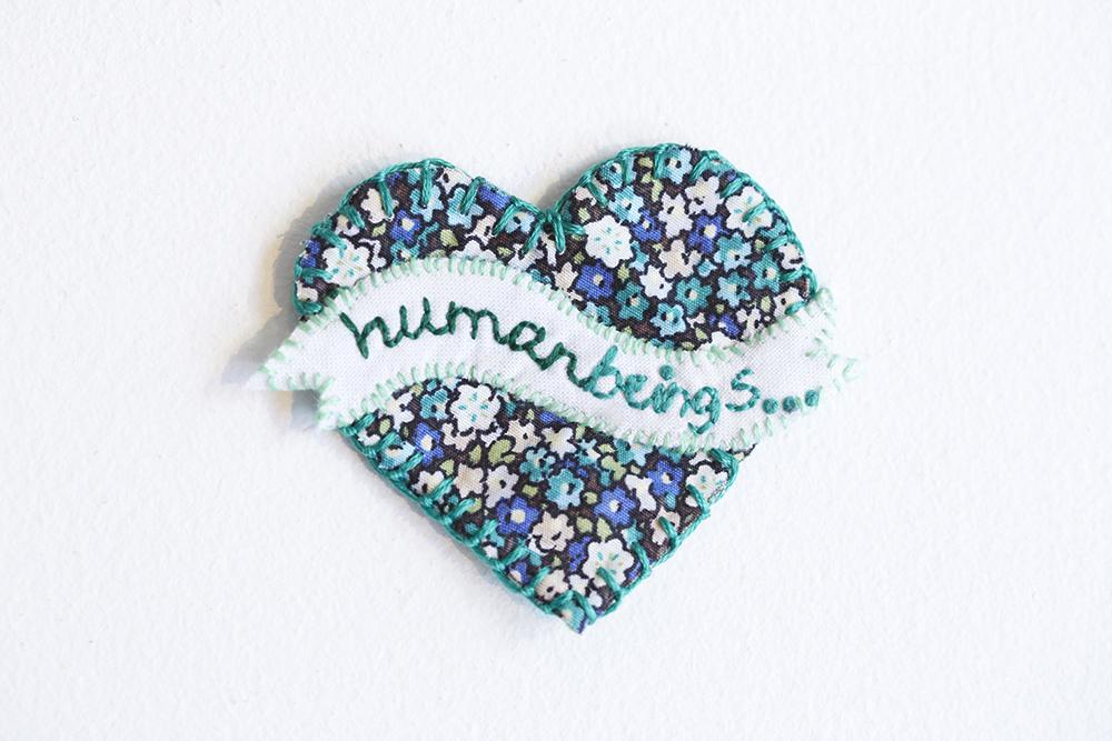 Visa din kärlek till...vad du vill inför Alla hjärtans dag! #showthelove är en kampanj med broderade budskap för att uppmärksamma att klimatavtalet följs och arbetas med. Var med du med! (Foto Victoria Sidle)