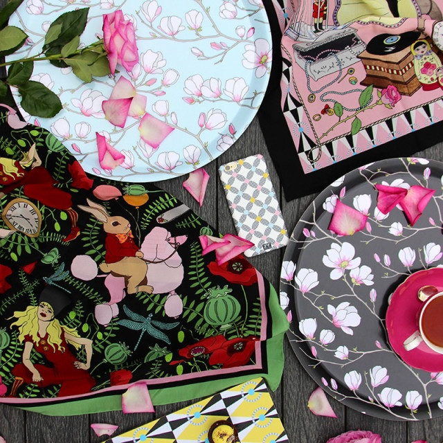 Lisa Edoff Design, mönstervärld som gör gott för inspiration och humör. Sidenscarfen blev (med rätta!) oändligt beundrad när den kom förra året. (Foto À la London)