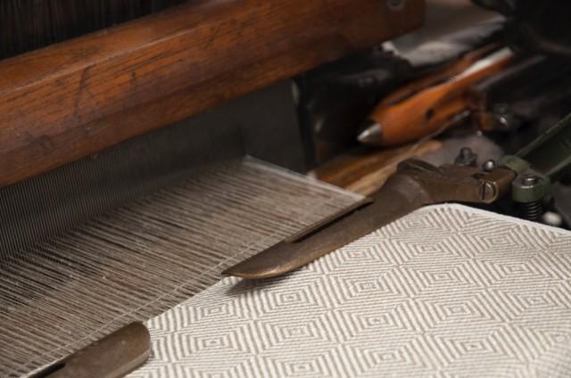 Växbo Lin har funnits sedan 1989, allt lin vävs i fabriken i Växbo av dussinet vävare. Mönsterdesignen är Ingela Berntssons. (Foto Växbo Lin)