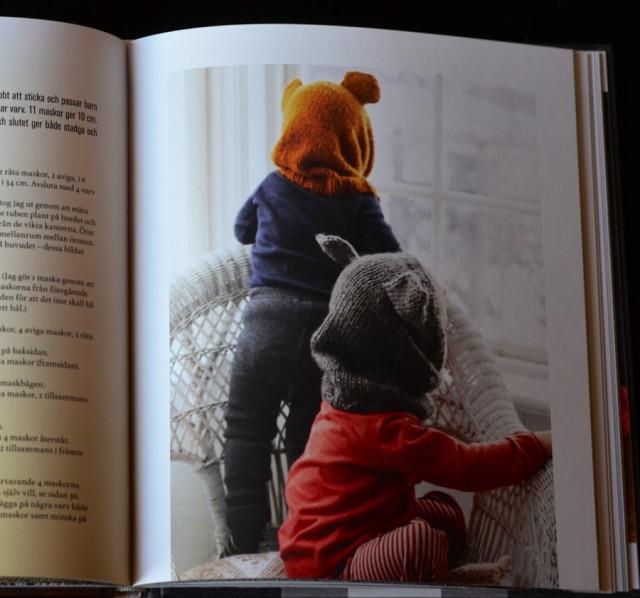 Sticka en björmössa till någon du tycker om! Ur Erika Åbergs bok Sticka sjalar halsdukar och lite till. (Foto Malin Nuhma/avfotat Kurbits)