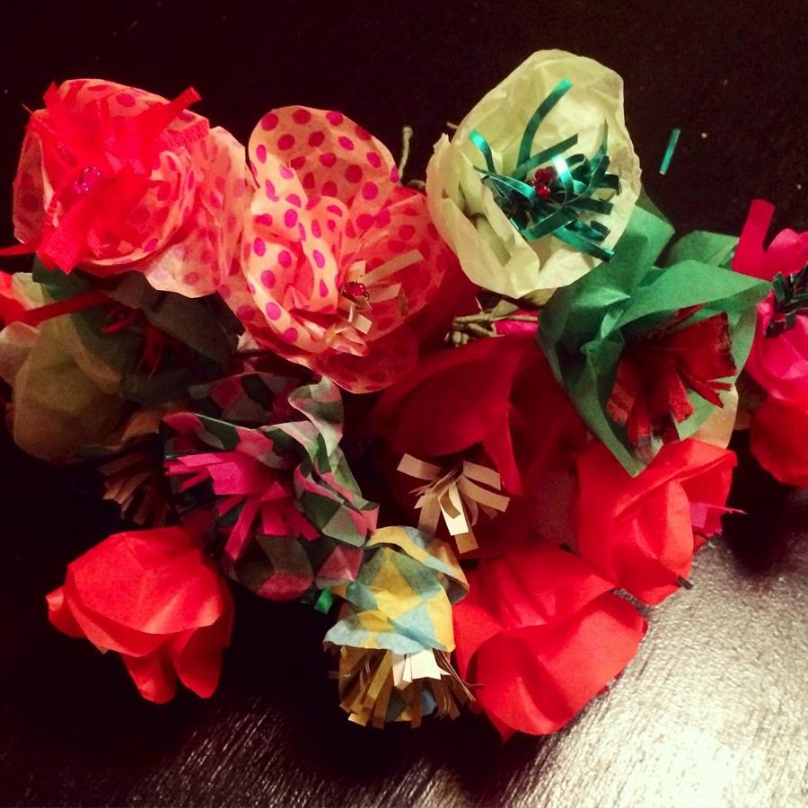 Buketten med blommor som vi nöjde oss med såg ut så här, innan fvi ördelade ut dem på kransarna. (Foto Kurbits)