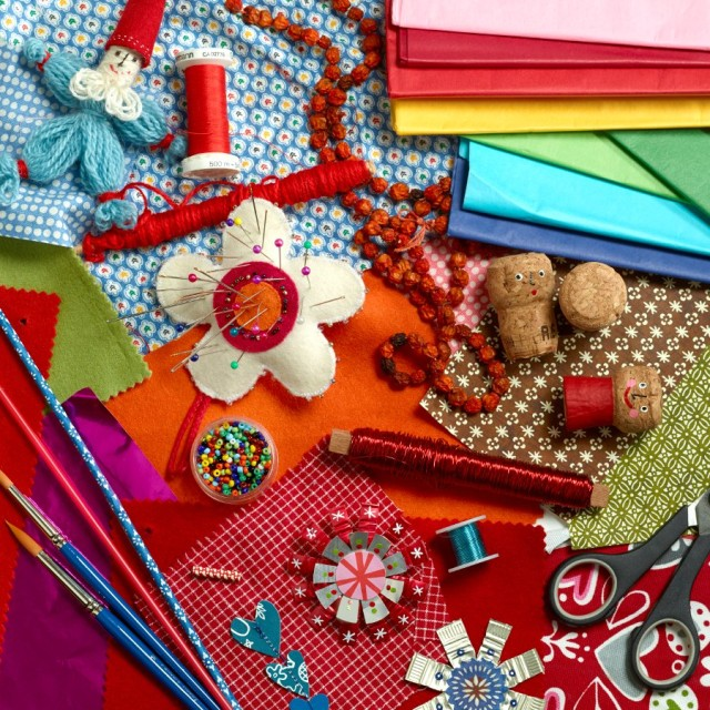 Allsorts material som du kan tänkas behöva till julpyntet. Ur Julboken av Lotta Glave. (Foto Thomas Harrysson)