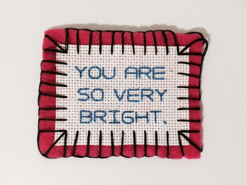 Du är så väldigt skärpt! Jomenvisst! Var med i Betsy Greers bekräftelsetaggning, gör dina medmänniskor glada! (Foto Betsy Greer)