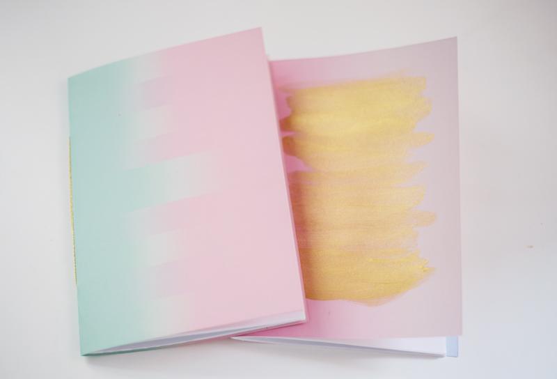Beata med bloggen Radar har gjort dessa fina anteckningsböcker med tema avtryck. (Foto Beata / Radar)