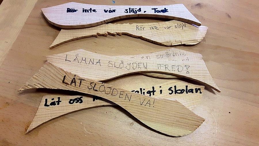 Bidragen från elever i skolan börjar trilla in. Budskapet är tydligt i Smörknivsupproret, och landets alla slöjdare uppmanas nu att kärleksbomba Expressen med anledningar till varför slöjden behövs, är bra och viktig. (Foto Andreas Sebring / Smörknivsupproret)