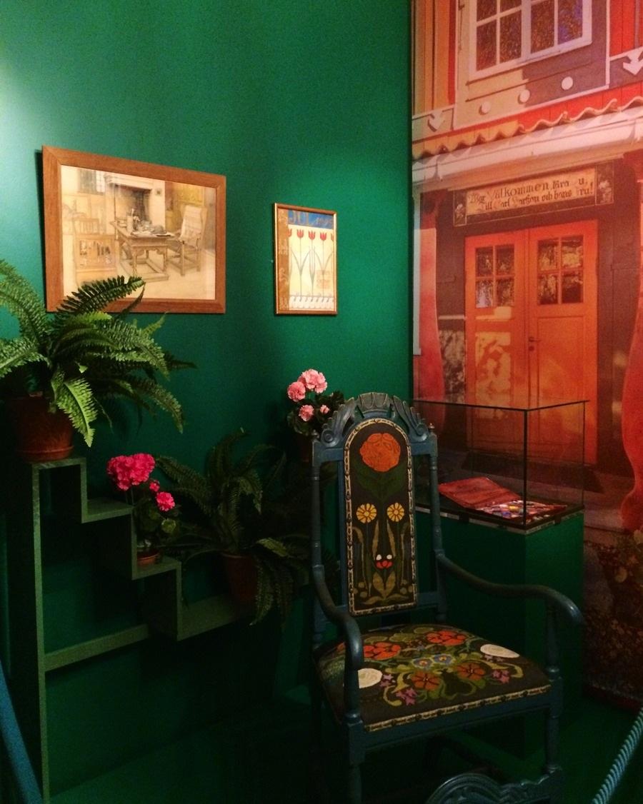 Karin och Carl Larssons rum, med möblemang inlånat från Sundborn, för att förtydliga Ellen Keys tankar om ett nytt socialt och demokratiskt samhälle och att den utvecklingen började i hemmet. (Foto Kurbits)