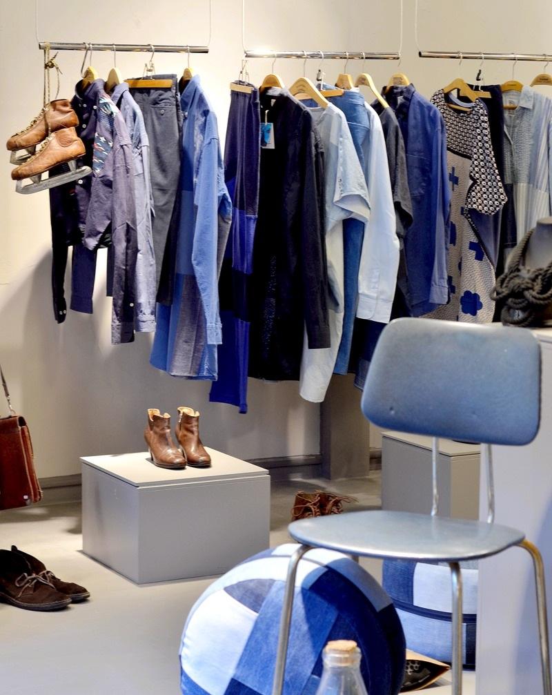Remake är Stockholms Stadsmissions märke, en kollektion som är gjord av återvunna kläder. I den nya butiken samsas en del denim och en del mönstrat i kollektionen. (Foto Kurbits)