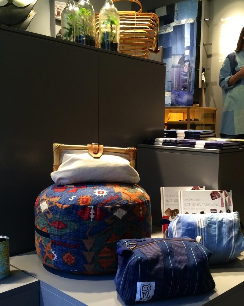Necessärer och asseccoarer i återbrukade textilier finns också, alla produkter är gjorda i Stadsmissionens olika Remakeateljéer i Stockholm. (Foto Kurbits)