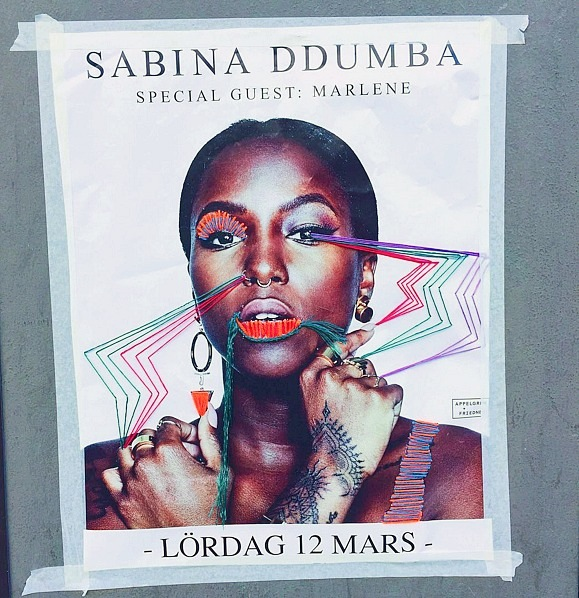 Affisch för konsert med Sabina Ddumba, taggad av Julia Rio. (Foto Julia Rio)