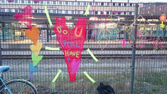 I Stockholm arrangeras också en gemensam garntaggning på internationella garngraffitidagen på lördag. (Foto Virka dygnet runt)