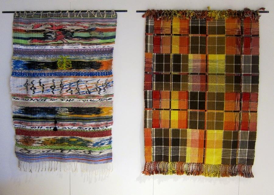 Nej jag ljög, här är sista bilden, och det apropå bilden i inläggets topp. Dessa ljuvliga mattor är gjorda av Josefin Gäfvert, som med sin vävning gestaltar sig själv och sin omgivning på ett spännande konstnärligt och hantverksmässigt vis. Josefin Gäfvert var representerad i utställningen med nyutexaminerade studenter från i våras, utvalda av Stefan Nilsson. (Foto Kurbits)