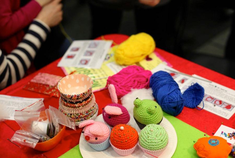 Material, inspiration, prova på-aktiviteter och möten med andra kreativa -  på Sy- och hantverksfestivalen.  (Foto Sy- och hantverksfestivalen)