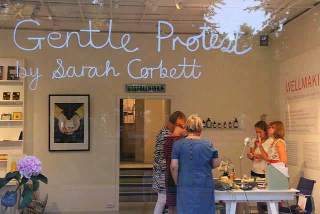 Sarah Corbetts utställning Gentle Protest på HV Galleri i augusti förra året. (Foto Kaj Peterson)