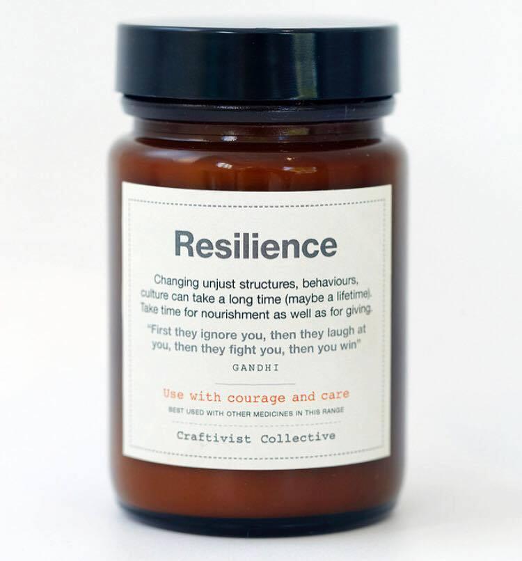 Sarah Corbetts medicin för en hållbarare och bättre värld genom handarbete.  Den här flaskan ingår i hennes utställning Gentle Protest. (Foto Sarah Corbett)