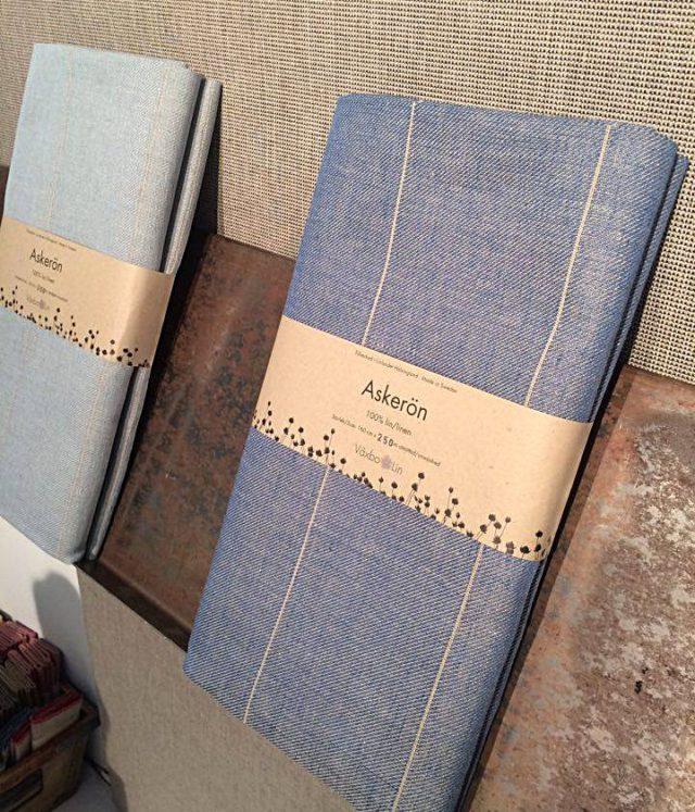 Växbo Lins nya linnetextil Askerön i två stiliga blågrå nyanser. (Foto Kurbits)