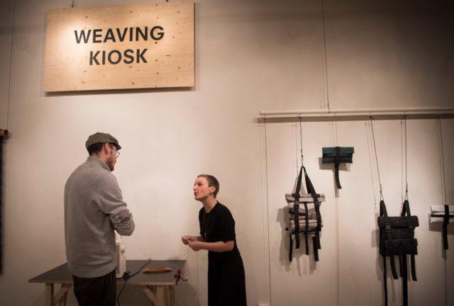 Rosa Tolnov Clausen har skapat begreppet Weaving Kiosk och ser det som en plats där vävning, verktyg och material görs tillgängliga för alla att använda. (Foto Julia Landgren)
