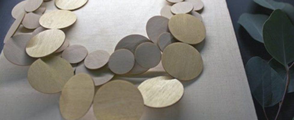 Näver, trä och läder i finform från finska Inni