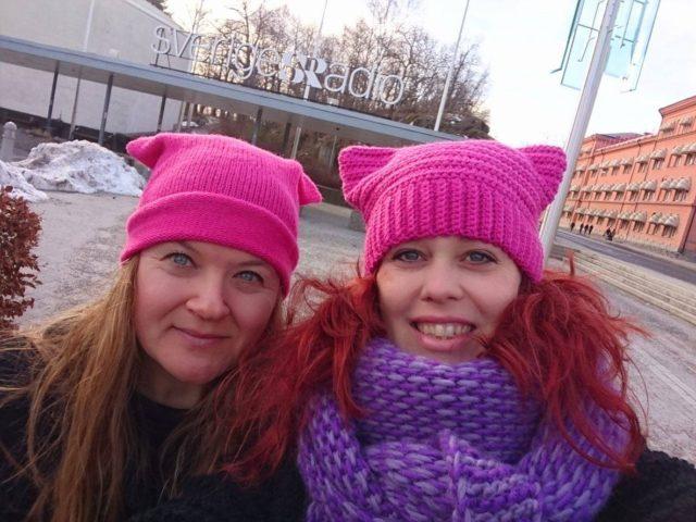 Här är vi, framför Sveriges Radio, jag och till höger Maria Yvell. (Foto Maria Yvell)