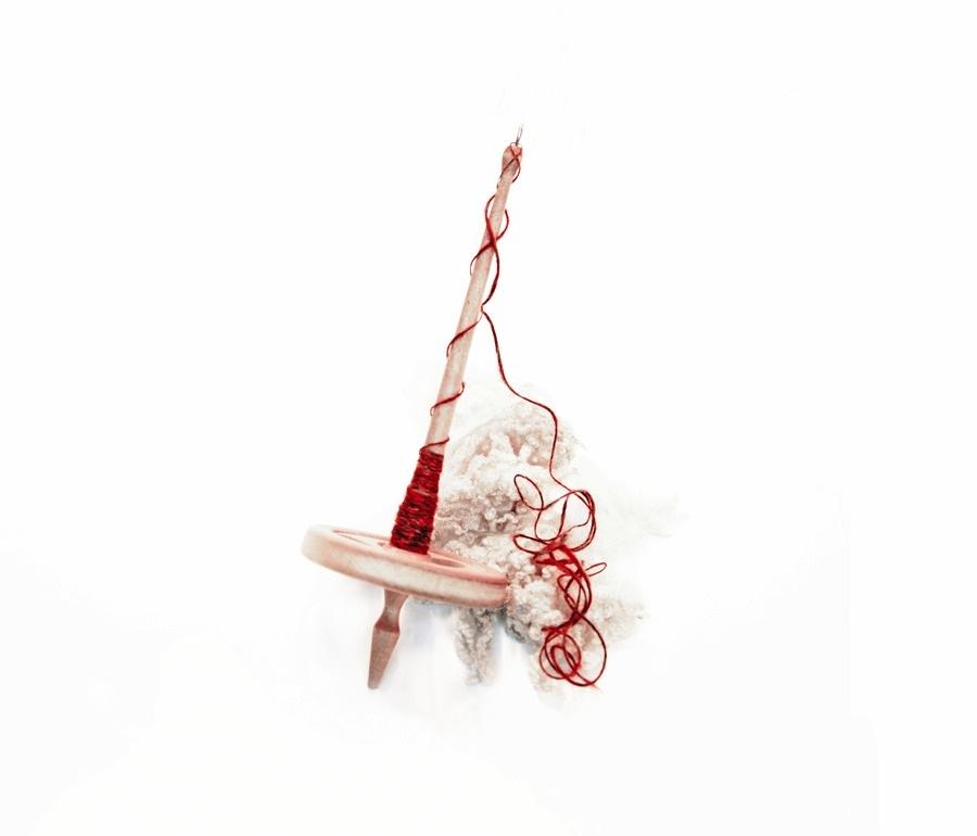 Spinnrocka loss! 20 augusti hålls ullspinnartävling på Skansen i kategorierna slända eller spinnrock. Spinner du längst? Anmäl dig! (Foto Slöjd Stockholm)