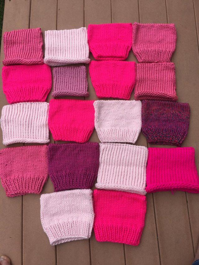 De rosa minimössorna börjar droppa in till projektet - vill du vara med? Skicka in ditt bidrag till Stephen Duneier senast 1 maj! (Foto Stephen Duneier/Yarnbombing.com)