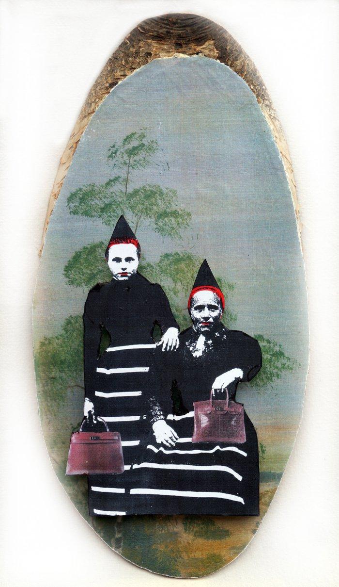 Björktavla med väskor, Karin Ferner.  I ny utställning med start nästa vecka - gå och se! (Foto Karin Ferner)