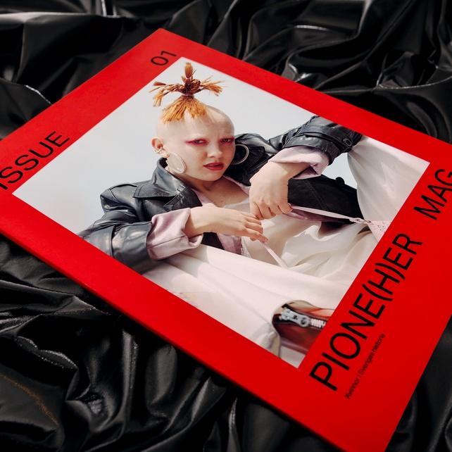 Feministisk historia och samtidsdiskussion i första numret av Pione(h)er, av Liza Forslund. (Foto Beckmans)
