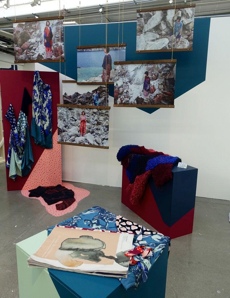 Amanda Hultmans arbete Att blunda för verkligheten – skapandet av värdefulla kläder i en värdelös bransch imponerar i sina många fördjupade delar. Helheten spännande och detaljerna viktiga. (Foto Kurbits)