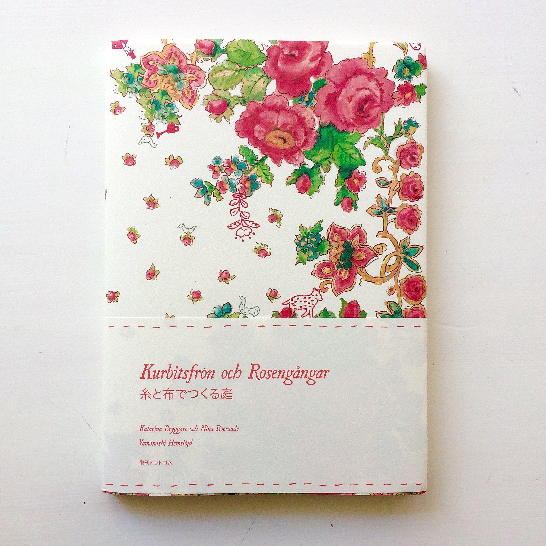 Boken som också är en del av konstprojektet och heter samma sak - Kurbitsfrön och Rosengångar. På svenska och japanska. (Foto RoeraadeBryggare)