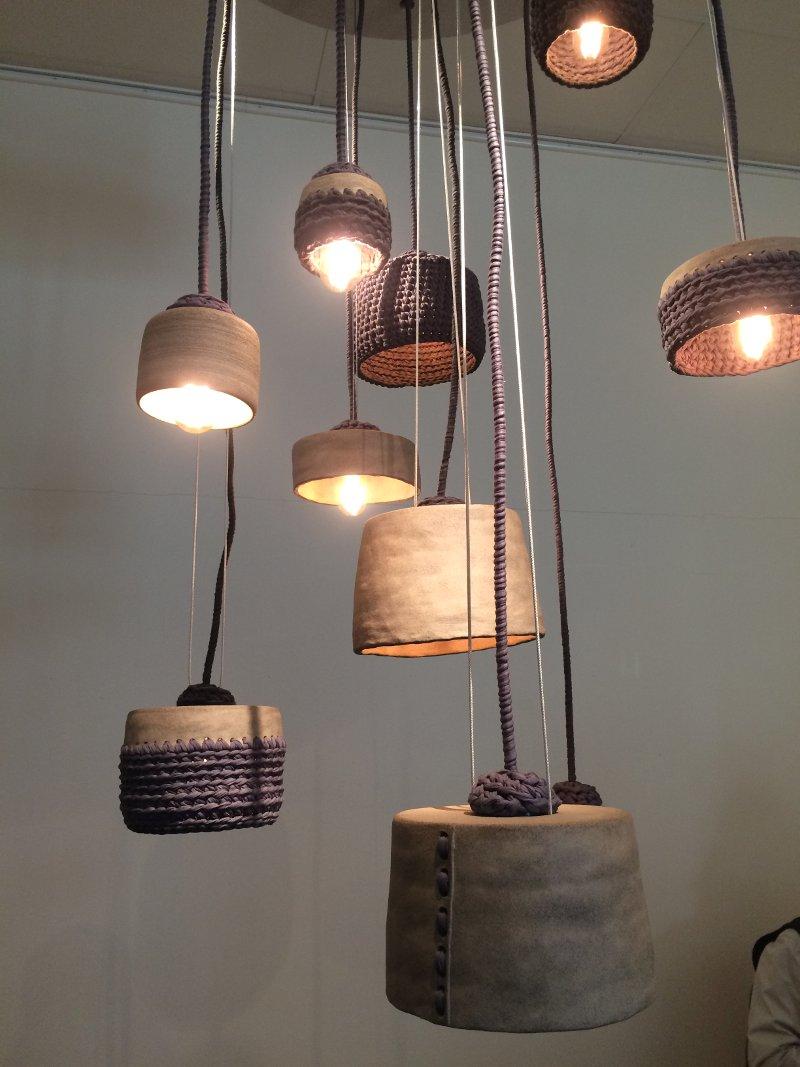 Gabriella Segerholms mix av keramik och virkning är effektfullt genomförd. (Foto Kurbits)
