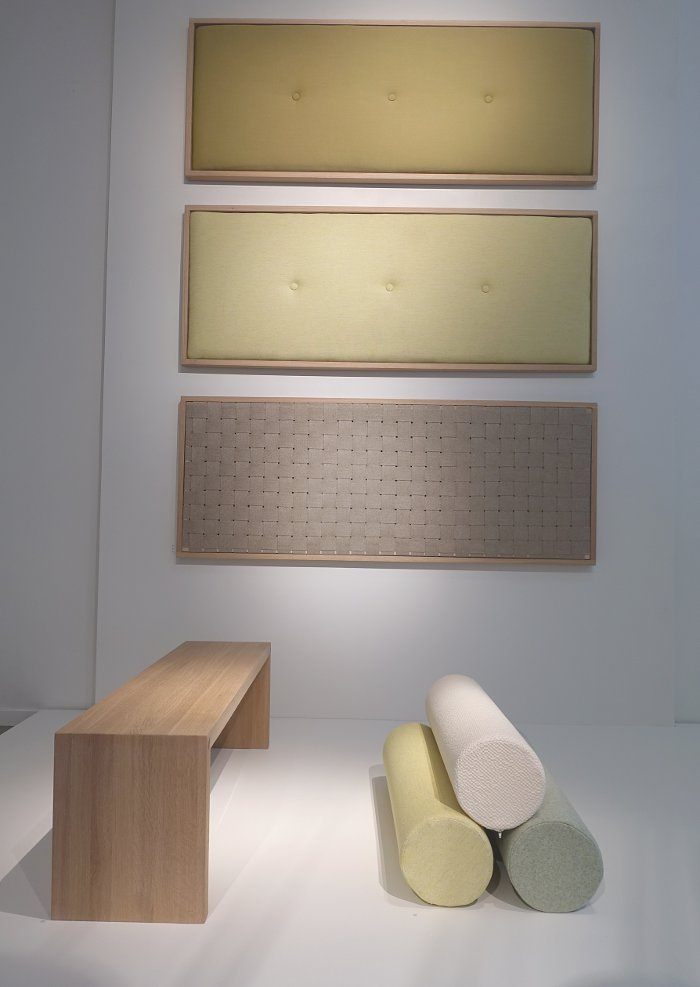 Julia Gottschlk har gjort sänggavlar och möbler i fina naturmaterial, linne, ull och ek. (Foto Kurbits)