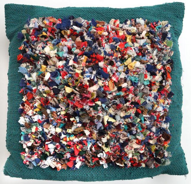 Kudde, trasrya av Kerstin Askert. (Foto Ingela Sannesjö)