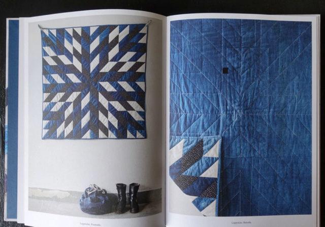 Det är en vacker bok, där kombinationen av indigo och här - intrikat lapptäcksteknik - fungerar fint tillsammans. Lapptäcket kom till som ett sätt att använda de många indigofärgbitar författarna hade. (Foto uppslag ur boken/Kurbits)