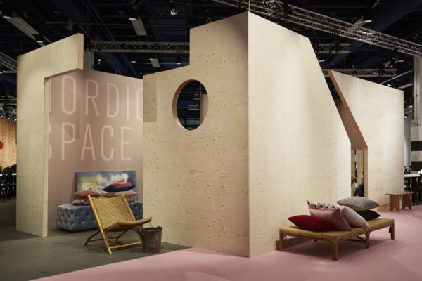 Mässans tema var Nordic Space och presenterades i trä, matta färger, mycket på den dovare skalan av varma dito, de rosaröda nyanserna kände jag mig hemma i. Fint! (Foto August Eriksson)
