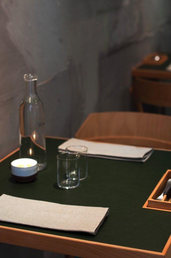 Restaurang Volt och Växbo Lin i samarbete - en avlång servett sparar plats i intim restaurang och i tvättmaskinen. (Foto Växbo Lin)