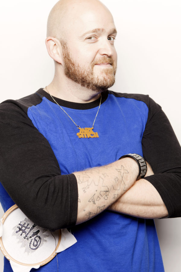 Jamie Chalmers, också känd som Mr X Stitch, började själv brodera korsstygn för tio år sedan. 2008 startade han sajten med samma namn, och nu är han aktuell både med en bok och ett nytt magasin - allt i korsstygnets tjänst. (Foto Stacey Grant)