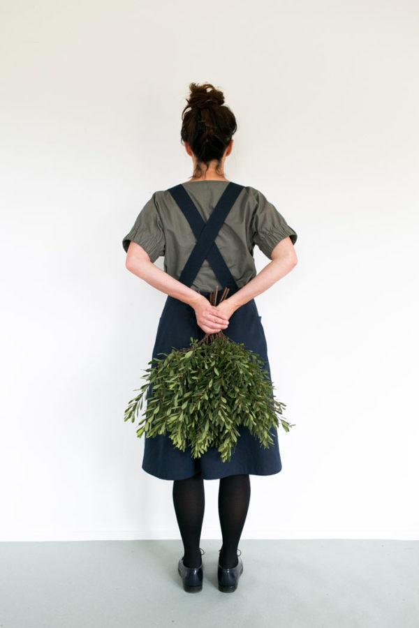 Känns lite som det här är min favoritmodell, Apron dress. Och enligt The Assembly Lines grundare Anki Josefsson, ett mycket enkelt plagg att börja med. Ska jag slå till tro? (Foto The Assembly Line)
