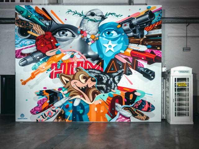 Amerikanska Tristan Eaton, målar direkt med sprejburken utan mall. Verket heter Let loos the doves of war. (Foto Rainer Christian Kurzeder)