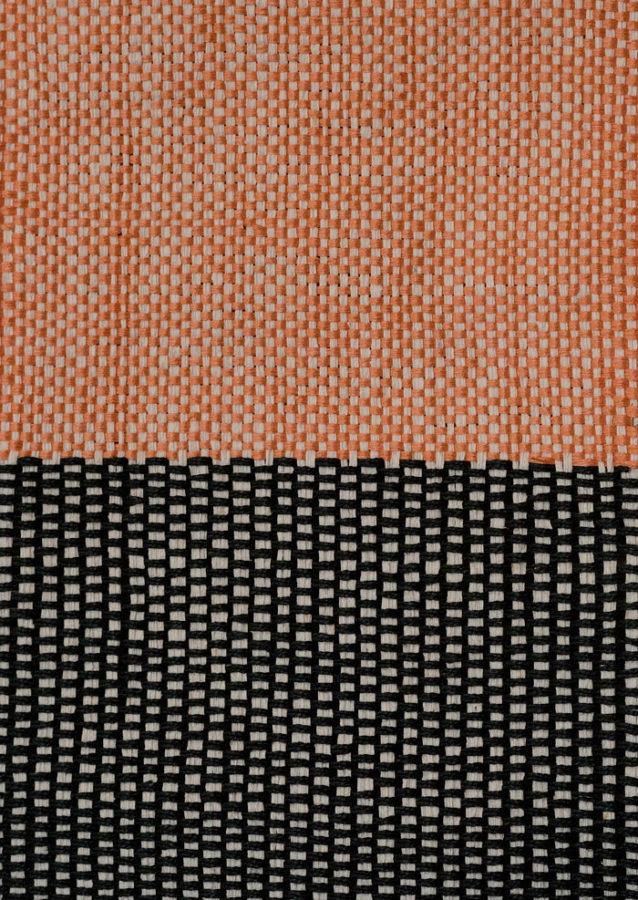 Detalj orange svart, av handvävaren Åsa Pärson, tillsammans med Masayoshi Oya i Göteborg just nu. (Foto Galleri Anna H)