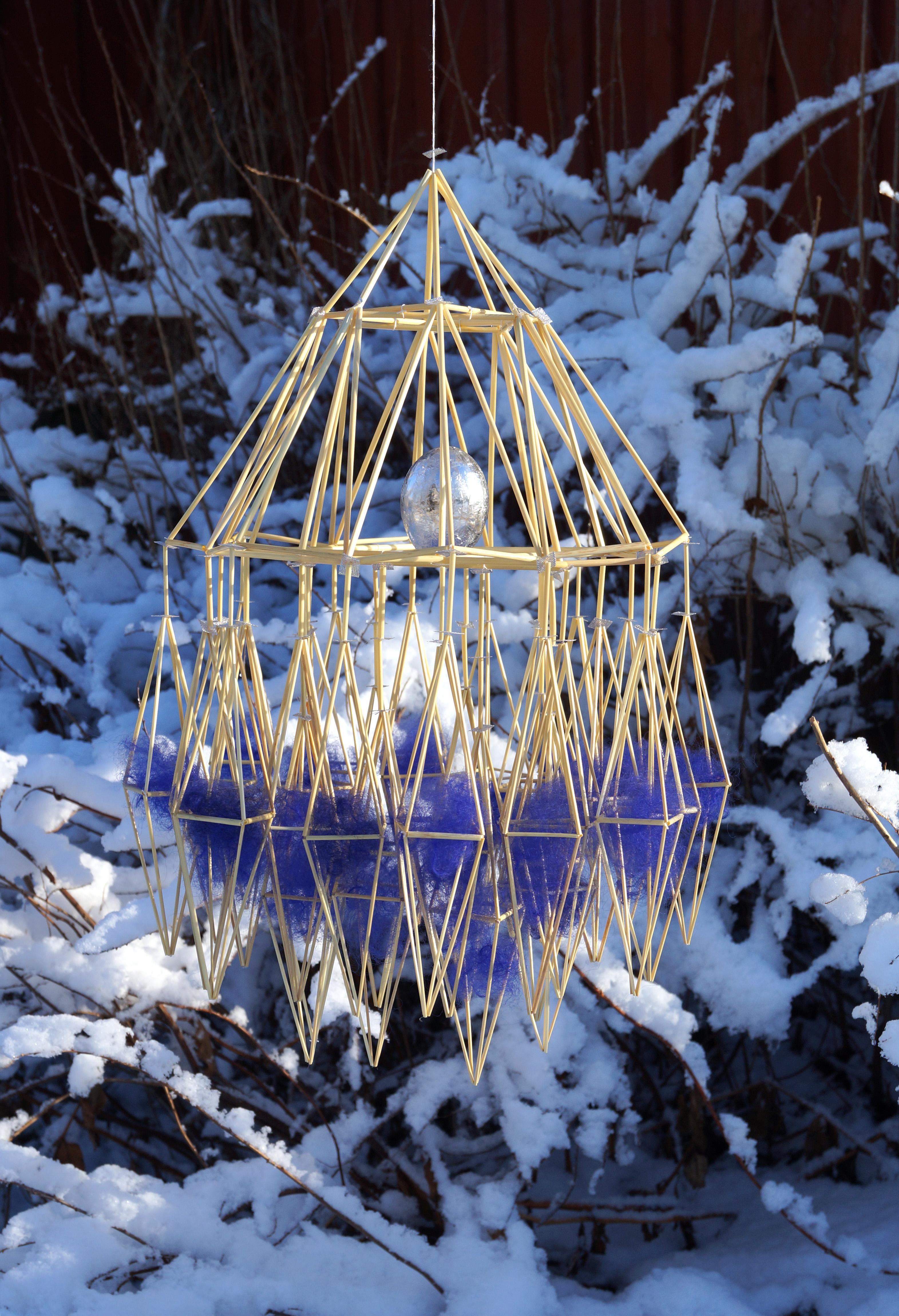 I vacker vinterskrud, verk av Per-Åke Backman, fotat i Lycka i Leksand. Den pågående utställningen visar både nygjorda verk och verk i retrospektiv. (Foto Ingela Sannesjö)