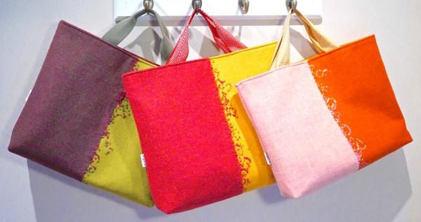 I avdelningen Design Talents hittade jag en hel del spännande - här Sylwia Mosko med väskorna Hebridoodle, gjorda i ull. Foto Stockholmsmässan)