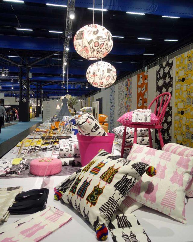 Genom deltagarna i verksamheten föds idéerna på projekt, där oftast textiltryck blir resultatet. Produkterna säljs i Livstyckets butik i Tensta, hos återförsäljare eller på nätet. (Foto Kurbits)