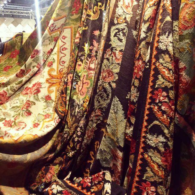 Jag brukar numera alltid kolla in mattgrossisten Bargi som är på mässan, deras mattor är ljuvliga i sina mönstringar och tekniker. Foto Kurbits)