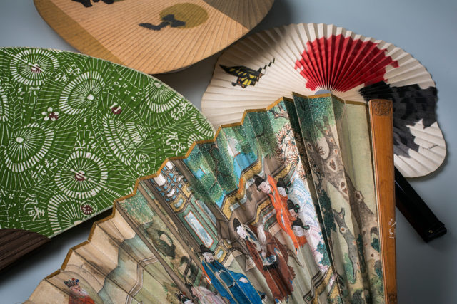 Solfjädrar från Östasien, del i Paper Stories. (Foto Tony Sandin)